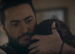 """""""الأحضان"""" هي الحل الأمثل لتامر حسني في ألبومه الجديد """"عيش بشوقك"""""""