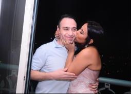 قبلة من شيرين عبد الوهاب لزوجها حسام حبيب.