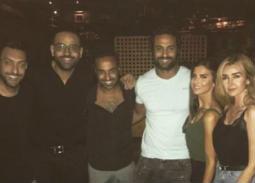 أحمد فهمي وهنا الزاهد مع شقيقه كريم وزوجته
