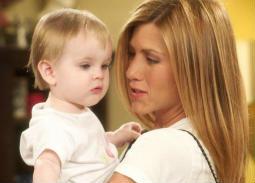 """7 صور - شاهد كيف أصبح شكل الطفلة """"إيما"""" في مسلسل Friends الآن بعد 16 عاما"""