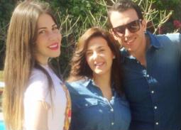 هكذا عقبت منة حسين فهمي على صورتها مع دنيا سمير غانم ورامي رضوان