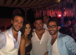 نشرت الممثلة رشا مهدي صورتها مع أحمد حلمي وعمرو دياب من حفل زفاف محمد إمام.