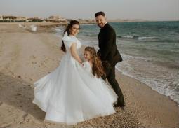 محمود حجازي وأسما وابنتها لارا.