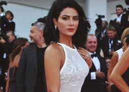 من أجمل الإطلالات في المهرجان هذه الإطلالة التي اختارتها صبا مبارك، جاء اللون الأبيض يناسب بشرتها، واختارت مكياج يناسبها وكذلك تصفيفة الشعر
