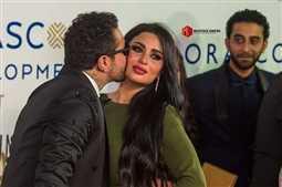 بالفيديو- زوجة أحمد الفيشاوي ترقص أثناء احتفالهما في الجونة بزواجهما.. قبلات متبادلة