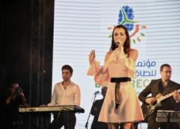 مدحت صالح وكارمن سليمان في حفل على هامش مؤتمر الطاقة الجديدة والمتجددة