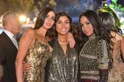 """عمرو دياب يغني """"يتعلموا"""" لـ دينا الشربيني في حفل زفاف.. شاهد الصور"""