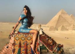 نشرت لاميتا فرنجية صورة من زيارتها للأهرامات وظهرت ترتدي الجلباب البلدي