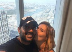 5 صور- قبلة رومانسية في أحدث ظهور لهنا شيحة وأحمد فلوكس