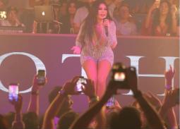 11 صورة- إطلالة لامعة بملابس قصيرة  لهيفاء وهبي من حفلها بملهى ليلي في دبي