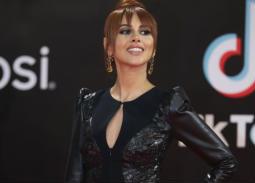 الصور الأولى للفنانين على السجادة الحمراء في حفل افتتاح مهرجان القاهرة السينمائي