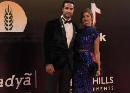 صورة- هكذا ظهر كريم فهمي وزوجته في حفل زفاف أحمد فهمي