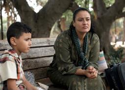 """""""لعزيزة"""" معاناة الأم بين حبها لابنها ومستقبلة الأفضل"""
