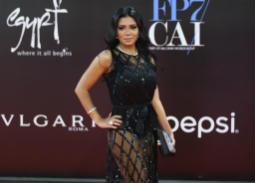 المهن التمثيلية تعلق على فساتين الفنانات المثيرة للجدل في مهرجان القاهرة السينمائي
