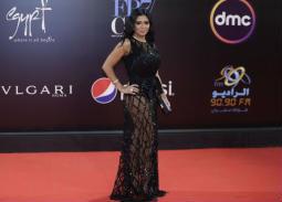 10 صور لفستان رانيا يوسف المثير للجدل في ختام القاهرة السينمائي