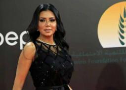 لماذا اعتذرت رانيا يوسف عن فستانها!