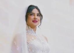 بريانكا شوبرا بالفستان الأبيض