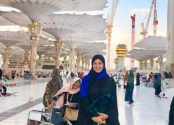 نشرت الممثلة ياسمين عبد العزيز صورة لها بعد أدائها للعمرة ظهرت فيها بالعباءة والحجاب الأسود