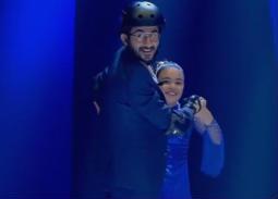 بالفيديو- سقوط أحمد حلمي أثناء التزحلق على الجليد في Little Big Stars نجوم صغار