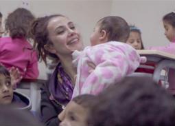 10 صور- سونجول أودان تلعب وترسم مع الأطفال اللاجئين