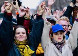 """ماريون كوتيار وجوليت بينوش في مقدمة احتاجاجات """"السترات الصفراء"""" بباريس"""