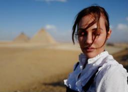 12 صورة- مريم أوزرلي في مصر.. تتعلم الرقص الشرقي وترتدي تي شيرت الزمالك