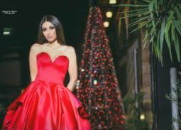 سارة نخلة بالأحمر في أحدث جلسة تصوير