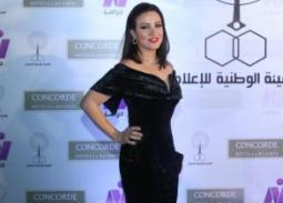 ريهام عبد الغفور بفستان أسود مخملي أنيق
