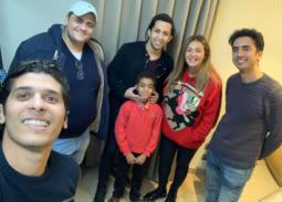 هشام جمال يتعاقد مع الطفل الكفيف عبد الرحمن عادل