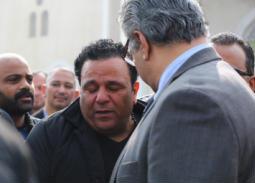 بالصور- محمد فؤاد يتغلب على أحزانه ويحيي حفل ليلة رأس السنة بعد يومين من وفاة شقيقه