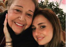 """نشرت الممثلة حلا شيحة صورتها مع والدتها وكتبت: """"حبيبتي أمي أغلى الحبايب"""""""