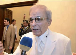 سعيد عبد الغني بنظارة ذات عدسات بنية اللون