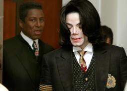 بالفيديو- شقيق مايكل جاكسون يبكي على الهواء بعد عرض Leaving Neverland.. اتركوه يستريح