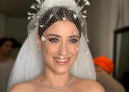 بالصور- هازال كايا بإطلالتين مختلفتين في حفل زفافها