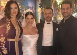 هازال كايا وعلي آتاي مع مراد يلدريم وزوجته إيمان الباني