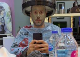 """نشر أحمد السعدني صورته وهو يضع ماسكا على وجهه وكتبت مازحا: """"ريحة شياط يا لمبي"""""""