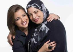 """والدة منى فاروق لابنتها: """"أنا معاكي"""""""
