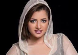 بالفيديو- منى فاروق تبكي في أول ظهور لها بعد أزمة الفيديو الإباحي: تمنيت الموت وهذا ما حدث في يوم التصوير