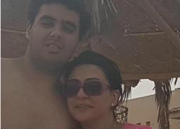 6 صور- وفاء صادق مع ابنها.. أصبح شابا يفوقها طولا