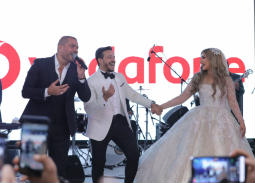 """عمرو دياي يحيي زفاف الفائزين بمسابقة """"فرحنا بالهضبة"""""""