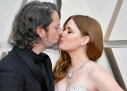 قبلة من إيمي آدامز لزوجها دارين لي جالو