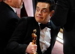 بالصور- الفرحة تسقط رامي مالك أرضا بعد فوزه بأوسكار أفضل ممثل