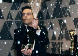 رامي مالك يرش الشامبانيا على الجميع عقب فوزه بالأوسكار