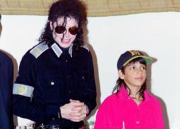 إزالة متعلقات مايكل جاكسون من أكبر متحف للأطفال في العالم بسبب الوثائقي المثير للجدل
