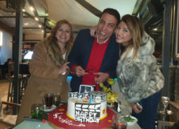 """بالصور- فريق عمل مسلسل """"ياسمينا"""" يحتفل بعيد ميلاد محمد الغيطي"""