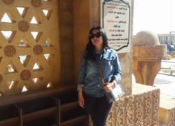 عبير صبري في منطقة السوق القديم في شرم الشيخ