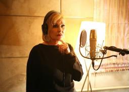 """في عيد ميلادها الـ68.. أشهر 7 أغاني في مشوار يسرا """"المغنية"""""""