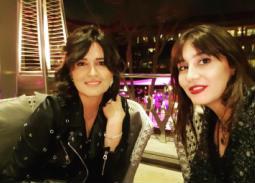 صورة- سميرة أحمد مع الأختين حلا ومايا شيحة