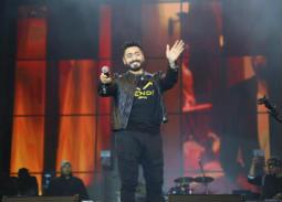 تامر حسني يتألق في حفل جامعة المنصورة