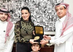 بالفيديو والصور- تكريم سمية الخشاب في السعودية